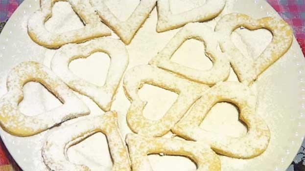 Песочные сердечки с джемом на День святого Валентина. И угощение, и подарок!